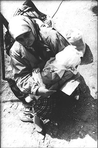 """"""" Absolute Rechtlosigkeit hat sich in unsere Zeit als die Strafe erwiesen, die auf absolute Unschuld steht.""""Hannah Arendt; Ueber Fluechtlinge und Staatenlose; Albanien; Kukes 1999"""