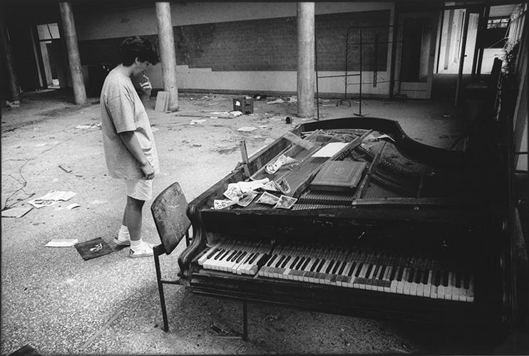 Slawonien; Kroatien; zerstoerte Schule in Lipik; 1993